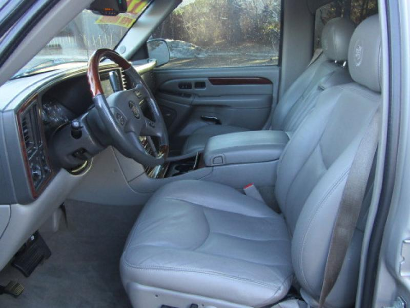 Pre-Owned 2005 Cadillac Escalade EXT 1500; Luxury Base