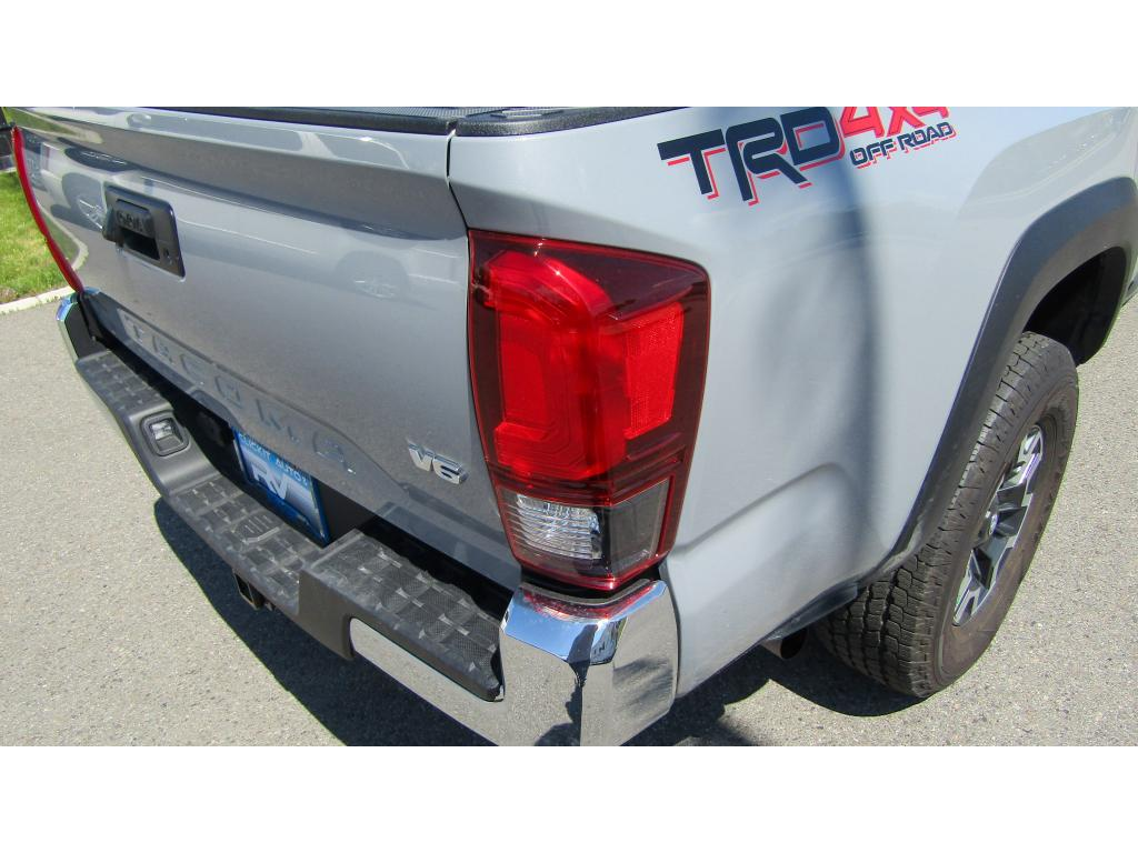 Pre-Owned 2018 Toyota Tacoma TRD OFF ROAD 3.5L V6 4x4 Truck