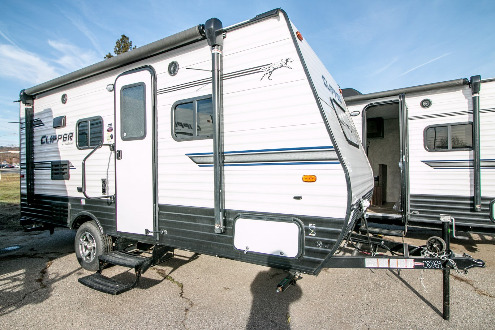 Pre-Owned 2018 COACHMEN CLIPPER SINGLE AXLE 17FQ