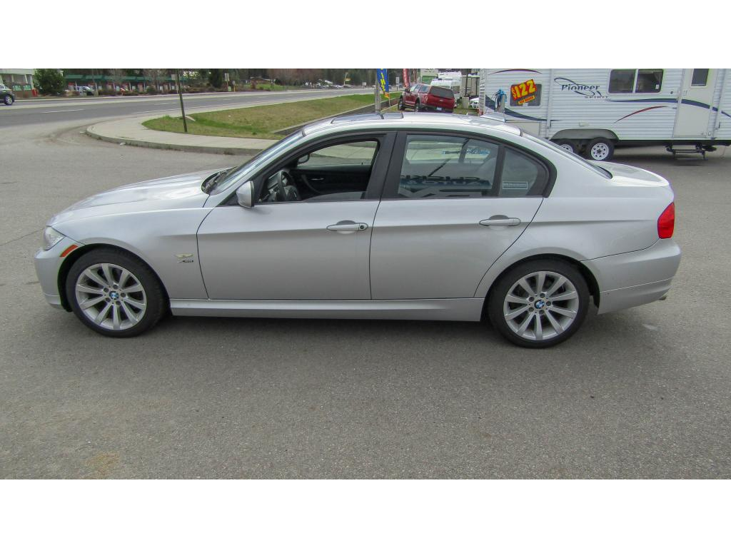 Pre-Owned 2011 BMW 3 series 328i xDrive 3.0L Straight 6 AWD Sedan